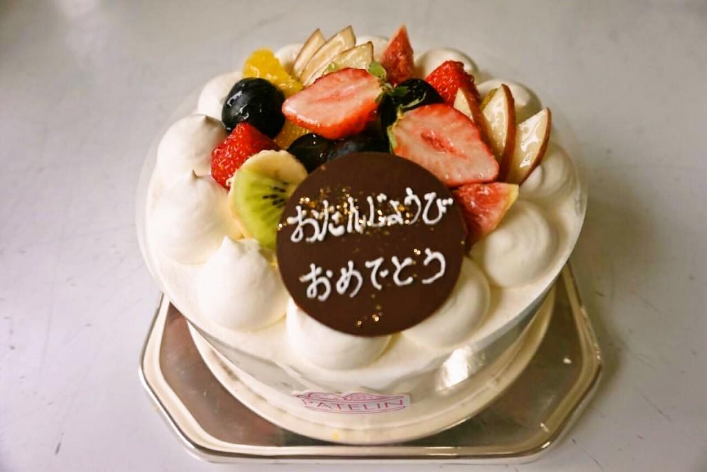 生クリームフルーツ盛りデコレーションケーキ